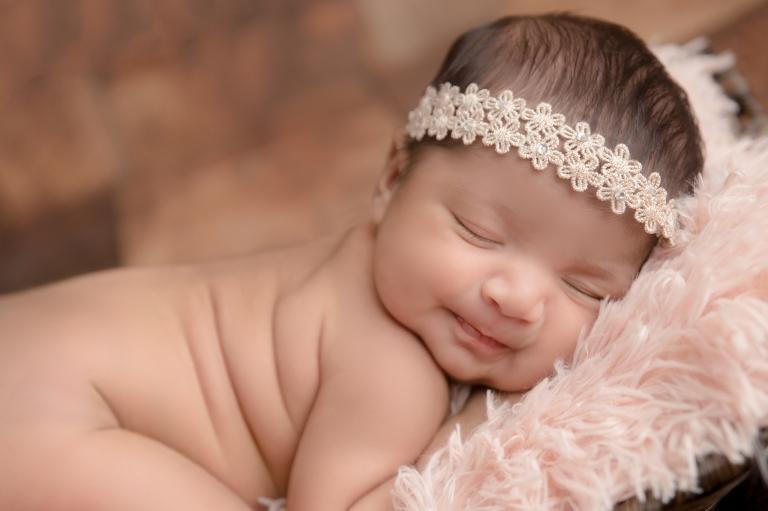 Newborn photography in burlington on gta oakville milton mississauga hamilton watertown toronto lilia berries and fairies photography